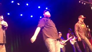 Download Luke Combs - Friends In Low Places Mp3 and Videos