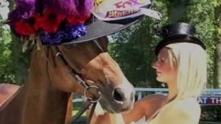 """""""Filly Fascinator"""" Topi Wanita untuk Kuda Pertama"""