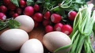 Салат из редиски.Видео рецепт.(Легкий и нежный салатик .Редиска, 1 яйцо, зелёный лук, майонез, соль., 2012-11-20T17:32:20.000Z)