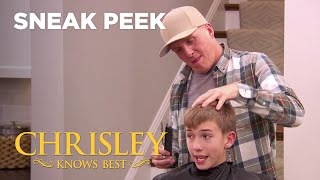 Chrisley Knows Best | Sneak Peek: Todd Meet's Savannah's Stylist Chadd | Season 7 Episode 5