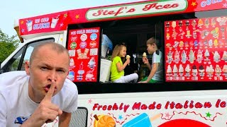 Вагончик мороженого в распоряжении ДЕТЕЙ или children eat ice cream in a Dad's ice-cream truck