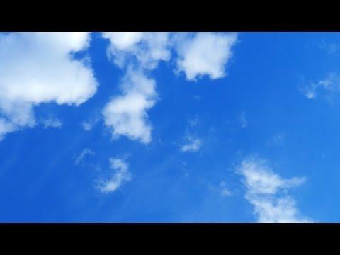 Небо и облака. Белые облака на синем небе. Футажи для видеомонтажа. Небо видео