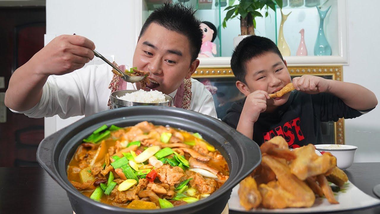 """【超小厨】最高级口味!猪肚+猪肺做""""肚肺莴笋煲"""",配盐焗鸡翅,换了新发型吃饭更厉害了!"""