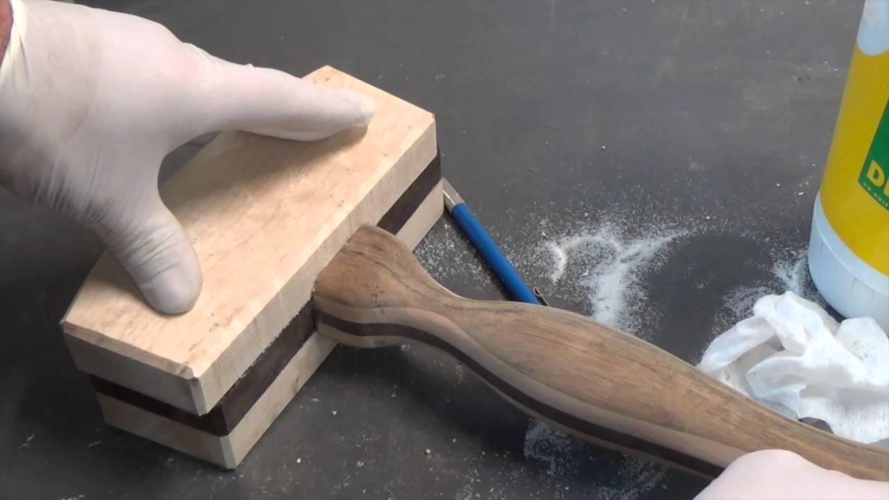 Het maken van een houten hamer youtube for Houten vijverbak maken