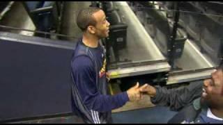 NBAの選手がコート外から決めた! 奇跡の超ロングシュート