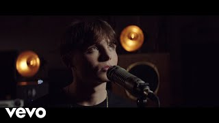 Смотреть клип James Smith - Hailey | Acoustic