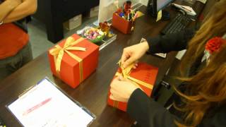How to tie a bow? 蝴蝶結打法.wmv