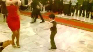 маленький мальчик танцует лезгинку(видео не моё, нашёл на просторах интернета уважаемые давайте перейдём к видео скорей всего владельца http://www...., 2012-02-13T12:54:42.000Z)