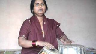 Poonam Verma sings a folk song of Uttar Pradesh