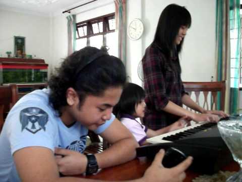 Hafiz - Ku Akui, feat. Marina on keyboard