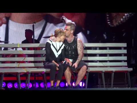 Robbie Williams Something Stupid with Ayda, Prague 19.08.2017 HD