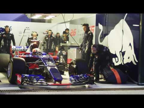 F1 2017 - Toro Rosso STR12 launch - Sainz & Kvyat on track at Misano