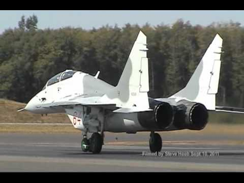 Polikarpov I-16, Po-2 and Mig 29 at Paine Field (short version).wmv