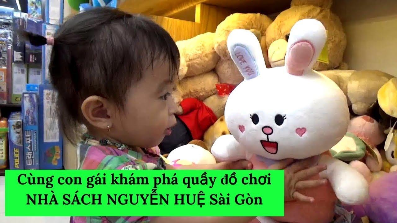 Cùng con gái khám phá quầy đồ chơi NHÀ SÁCH NGUYỄN HUỆ Sài Gòn  #VietnamTravel - #Tourism