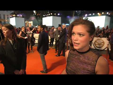 Kingsman The Golden Circle UK World Premiere : Itw Sophie Cookson (Roxy) (official video)