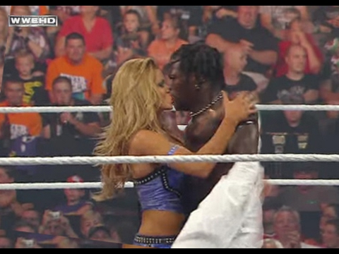 Eve Torres kiss R-Truth - RAW 9/20/10