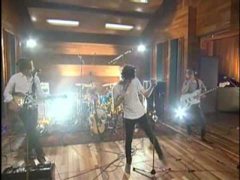 The Kooks - Sofa Song (AOL SESSION)