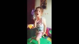Roar Katy Perry - Por Júlia Carrasco
