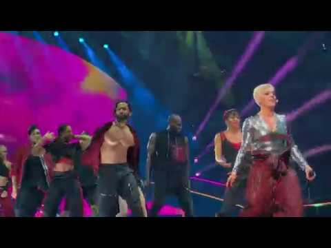 Pink - Blow Me (One Last Kiss) - P!NK Beautiful Trauma Tour - Indianapolis March 17, 2018