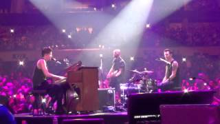 Download Lagu The Man Who Can't Be Moved (Live in Manila 2015) Mp3