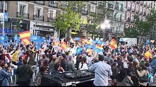 Ambiente de celebración en la sede del PP en Genova