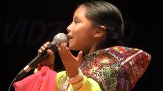 5 year old girl surprises singing - Peruvian girl talent