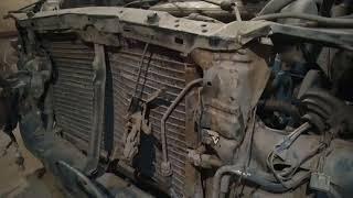 Лобовой удар авто. Снимаем двигатель. Мицубиси Спейс-Вагон. Ремонт кузова автомобиля. Ролик№1