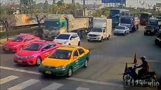 TRUCKS Close Calls, Accadent and Fails (Stay Alert behind the wheel!)