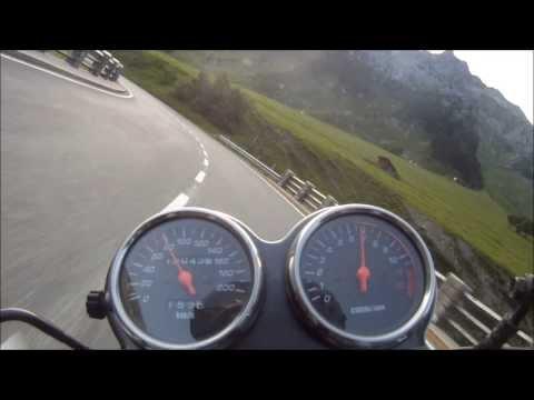 Suzuki GS 500 Riding Some Awesome Corners