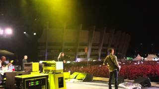 Foo Fighters + Rafa Wrench - Breakout (Live in Belo Horizonte) - EXCLUSIVE BACKSTAGE CAM