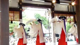 花笠巡行の後に八坂神社で舞妓さんが踊ってました。 これは出雲阿国も踊...