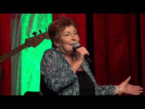 """Helen Reddy sings """"I Am Woman"""" at the Arcada Theater!"""