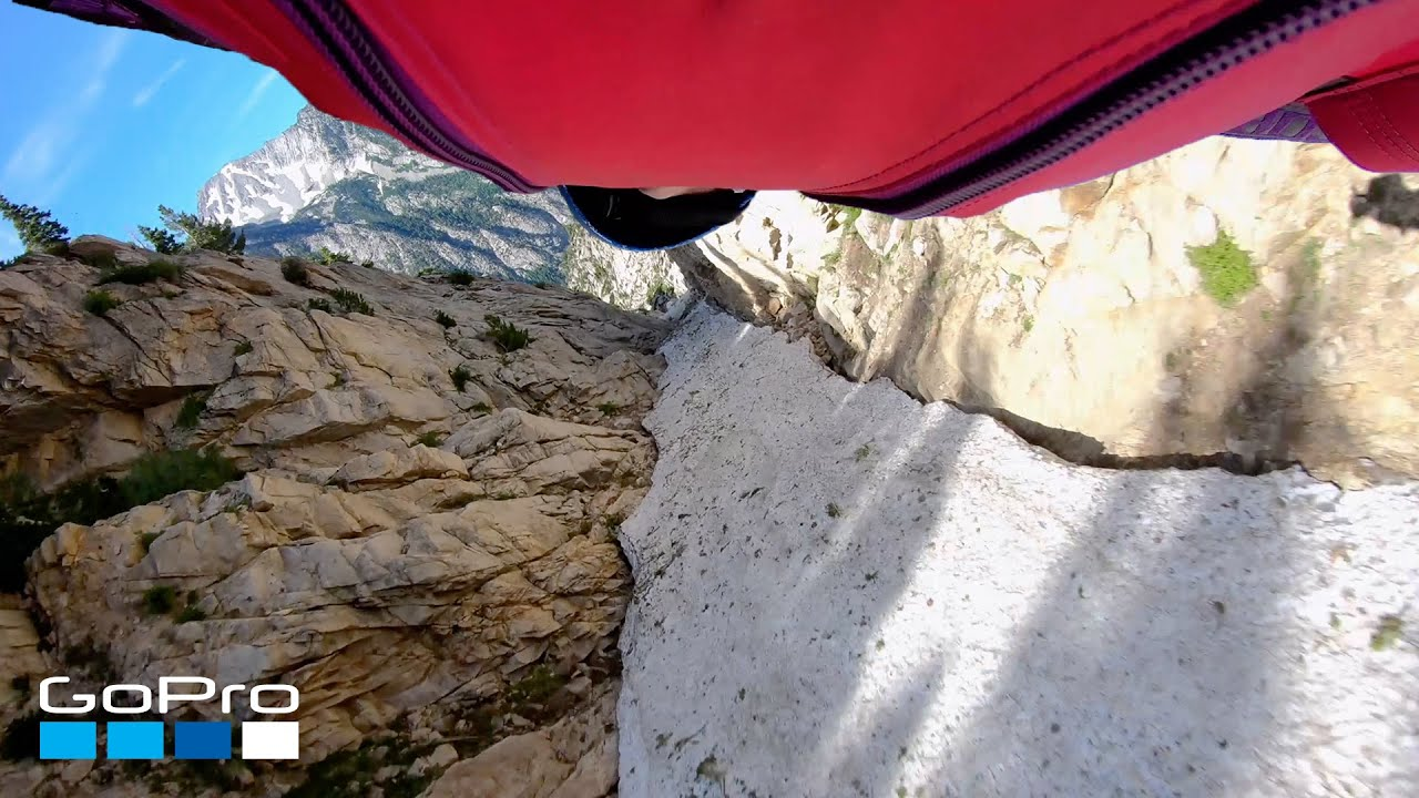 📺 GoPro: Wingsuit Through Narrow Pass