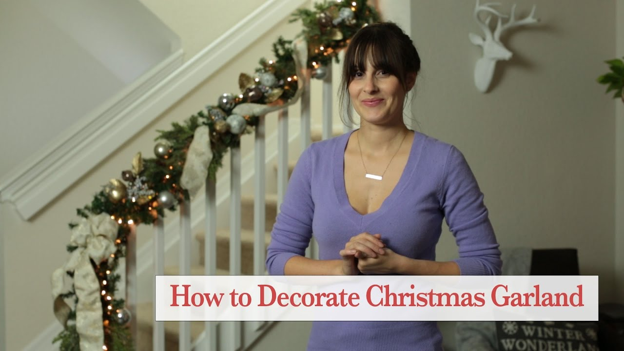 how to decorate christmas garland for your staircase
