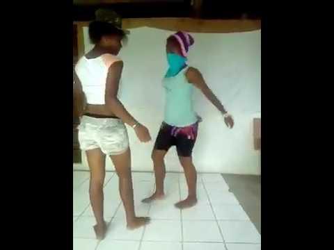 girls shakin ass in club