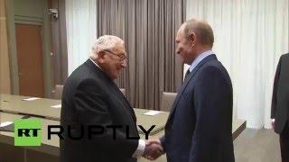 الرئيس الروسي فلاديمير بوتين  يلتقي وزير الخارجية الأمريكي السابق هنري كيسنجر