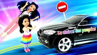 Vidéo en français pour enfants de Marinette - Lady Bug. Kite joue au ballon à côté de la route