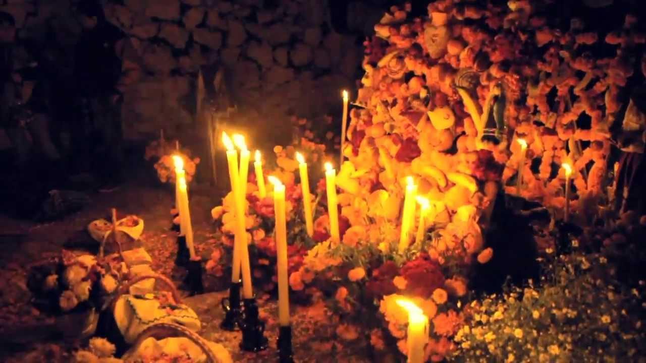 Dia de Muertos en Patzcuaro Michoacan / Day of the Dead in Patzcuaro Michoacan (subtitles available)