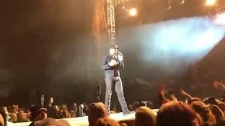 Luke Bryan – What She Wants Tonight (Live)