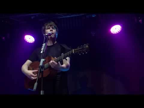 Jake Bugg - Someone Told Me (The Bee, Publika)