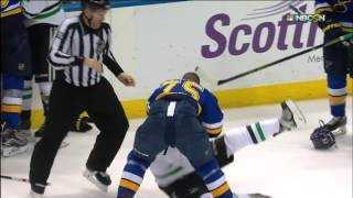 Gotta See It: Johns' hit from behind starts fight, ends with Reaves' kiss