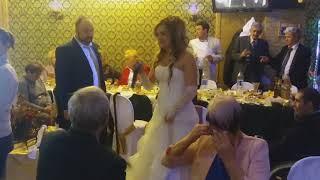 Невеста на свадьбе поет песню для своей Сестры очень красивая песня