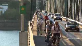 Streetfilms-Bike Traffic On the Hawthorne Bridge