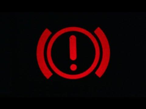 в машине горит лампочка красным восклицательным знаком