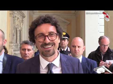"""Governo, Toninelli: """"Giorgetti? Guai ad attaccare Conte. Si va avanti se c'è fiducia tra Lega e M5s"""""""