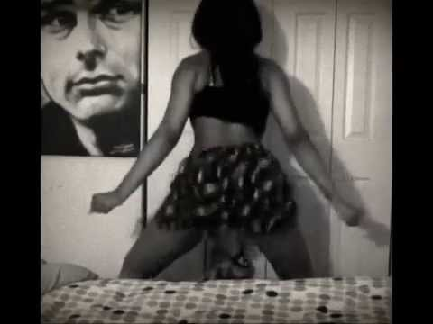 Twerking to speaker knockerz- Dance