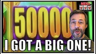 I love it when the BIG NUMBERS drop! Wild Wild Emerald Slot huge win!