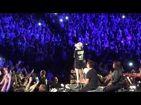 Miley Cyrus - The Scientist (Coldplay cover) Tulsa BOK Bangerz Tour