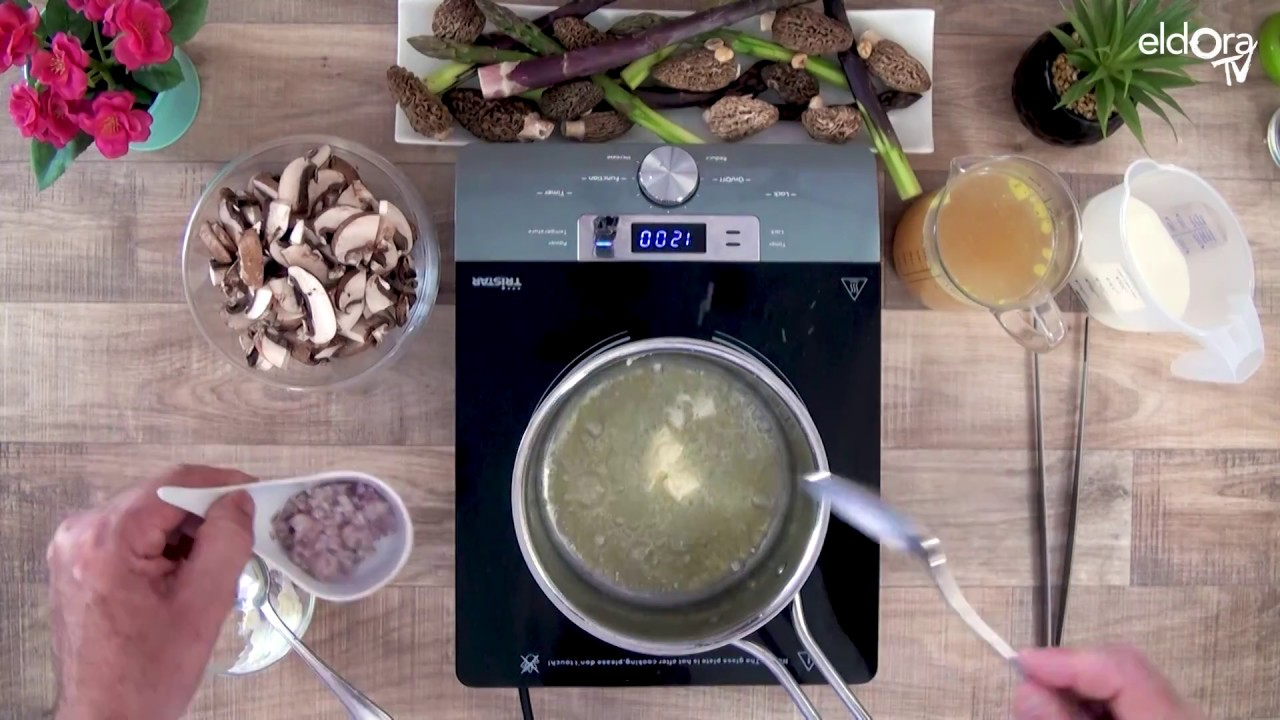 Velouté de champignons, œuf parfait, asperges et morilles