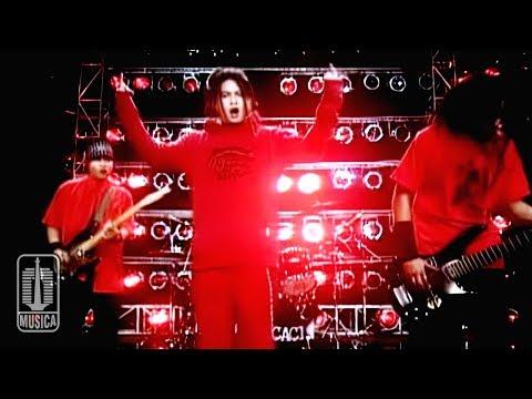7 Kurcaci - Ini Bukan Lagu Cinta (Official Music Video)